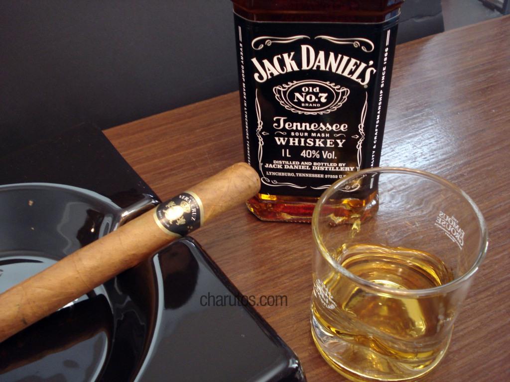 Charuto Terra de Vera Cruz Double Corona com Whisky Jack Daniel´s