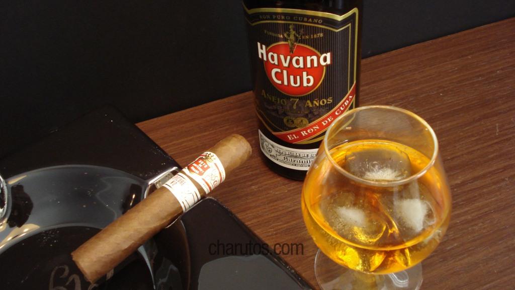 Charuto Hoyo de Monterrey Epicure No 2 com Rum Havana Club Añejo 7 anos
