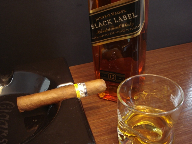 Charuto Cohiba Robusto com Whisky Johnnie Walker Black Label