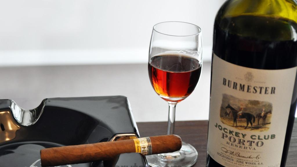 Charuto Cohiba Siglo II com Vinho do Porto Burmester Jockey Club