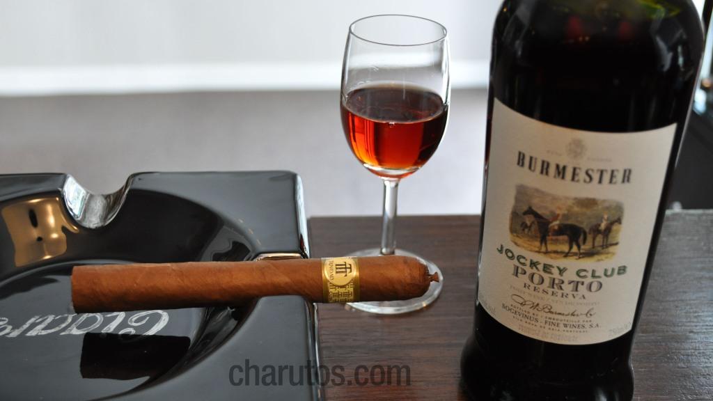 Charuto Trinidad Robusto Extra com Vinho do Porto Burmester Jockey Club Reserva